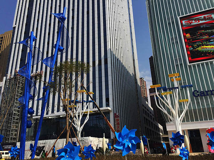红星国际广场蓝色妖姬雕